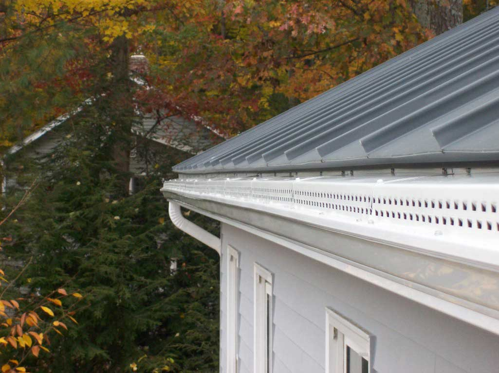 Covered Rain Gutter In Vermont - Willey's Seamless Gutters Of Newport center, VT